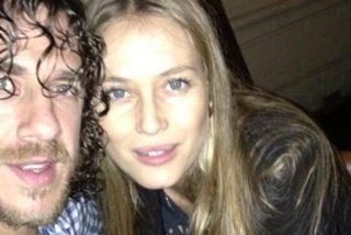 Pillaron en topless a la novia de Carles Puyol