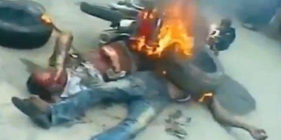 Quemados vivos con la gasolina de su moto por robar plátanos