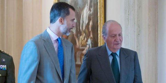 Don Juan Carlos y el Rey Felipe VI, juntos en una reunión de patronato
