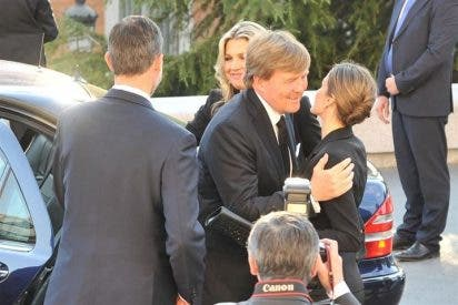 Los Reyes Felipe y Letizia reciben a los Reyes de Holanda en el funeral por Kardam de Bulgaria