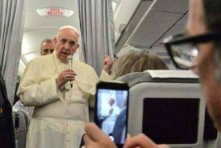 """El Papa en el vuelo de regreso: """"El que habla de paz y vende armas es un hipócrita"""""""