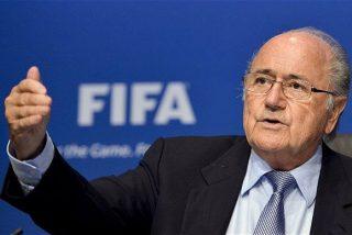 Blatter da la espantada, deja la presidencia de la FIFA y Twitter se mofa de lo lindo con el suizo