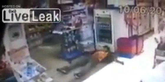 El policía fuera de servicio que mata por la espalda a un ladrón en el súper