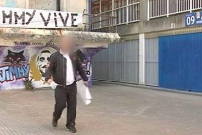 Un ultra del Depor increpa a un cámara de laSexta y destroza su coche por grabar un graffiti en homenaje a 'Jimmy'