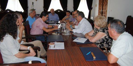 Equipos de Gobiernos salientes y entrantes de Valencia de Alcántara se reúnen antes del cambio de gobierno