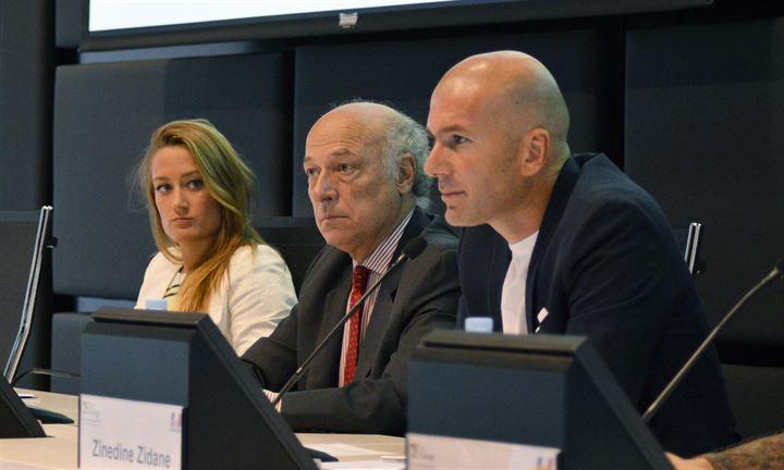 Mireia Belmonte y Zidane reciben el 'Premio a la amistad Hispano-Francesa'