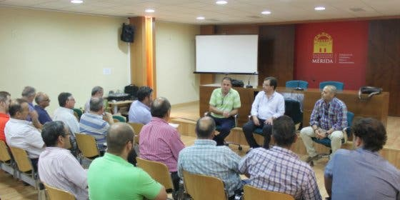El alcalde de Mérida y Fernández Vara se reunieron con empresarios de El Prado