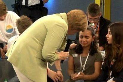 """Con este 'tacto' hace llorar Merkel a una niña refugiada: """"No podéis venir todos"""""""
