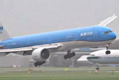 Este escalofriante aterrizaje de un Boeing 777 se hace viral en Youtube