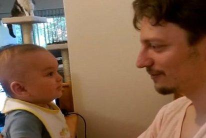 El increíble bebé de 3 meses que le dice a su padre 'Te quiero'