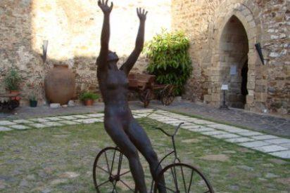 El Museo de Olivenza expone una escultura de Marta Moreu