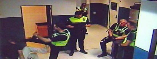 Por estas patadas en la cara a un detenido le han cascado al policía año y medio de cárcel