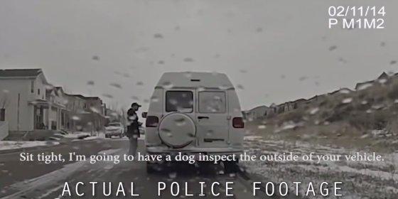 [Vídeo] Cómo deshacerse volando de las drogas en un control policial