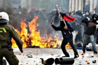 Violencia, cócteles molotov y graves disturbios en Grecia contra Tsipras y su acuerdo con la UE