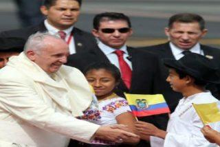 Una muchedumbre exhausta espera las misas de Francisco en Ecuador