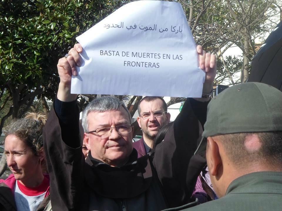 250 inmigrantes se encierran en la catedral de Tánger