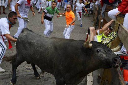 En el quinto encierro de los Sanfermines ha ocurrido lo inaudito: un toro se da la vuelta a los corrales