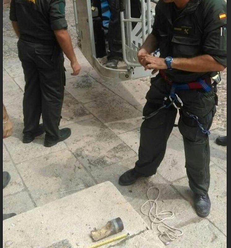 Hallan un explosivo sin detonar en la fachada de la iglesia de Atienza