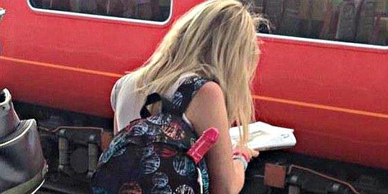 Facebook busca a esta chica para saber qué lleva en la mochila