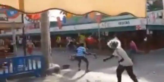 [Vídeo] En la calle del Jamón los alemanes y africanos siguen repartiendo tortas de postre