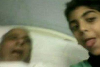 La macabra selfie del niño repelente al lado de su abuelo muerto