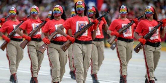 Con esta sed de poder exhibe músculo militar Maduro mientras el país se queda sin cerveza