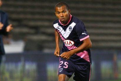 Monchi ya negocia por el sustituto de Aleix Vidal