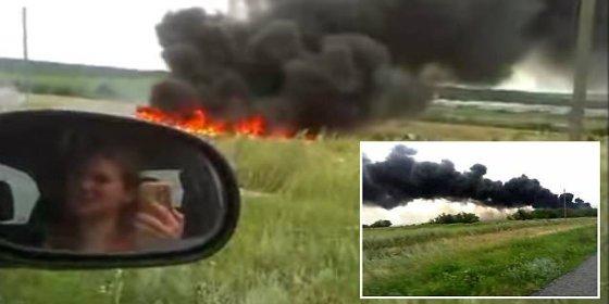 """El impactante nuevo vídeo de la caída del vuelo MH17: """"¡Vi a una mujer volando!"""""""
