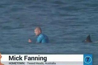 [Vídeo] El ataque en directo de un tiburón a un surfista que pone los pelos de punta