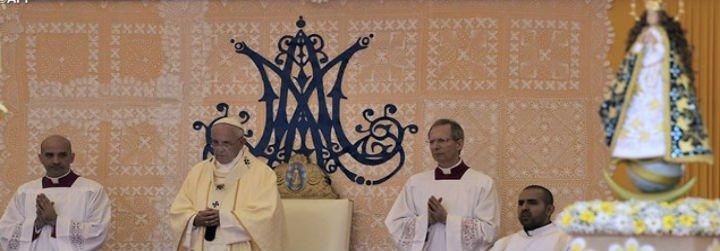 """El Papa en Caacupé: """"Dios bendiga a la mujer paraguaya, la más gloriosa de América"""""""