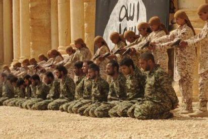Los fanáticos islámicos exhiben en vídeo a sus 'niños asesinos' ejecutando decenas de prisioneros