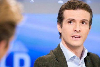 """Pablo Casado bromea en TVE sobre el """"patito feo"""" de logo del PP"""