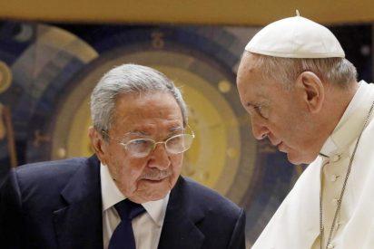 """Raúl Castro resalta que el Papa """"despierta admiración mundial"""""""