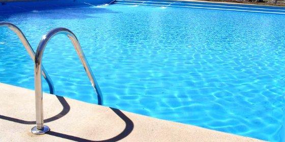 Bebé muere ahogada en la piscina del chalé que su familia okupaba en Montserrat