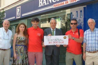 Clientes de Banca Pueyo se unen a la campaña solidaria de ayuda a Nepal