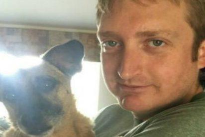 Publica en Facebook que quiere casarse con su perro y le ponen de patitas en la calle