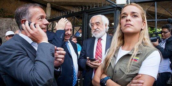 Venezuela le da con la puerta en las narices a los amedrentados senadores españoles