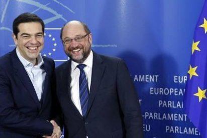 El País propone a la Eurozona rendirse ante Tsipras