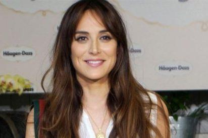 Tamara Falcó se atreve con un look vintage por Barcelona