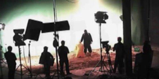 El vídeo que 'demuestra' que las ejecuciones del EI... ¡son montajes grabados en un estudio de cine!
