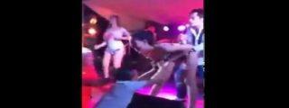 [Vídeo] El 'sartenazo' de una celosa a su marido por tocarle las tetas a una cachonda