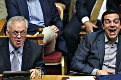 Los griegos reciben con decepción lo que les propone Tsipras tras seis meses de perder dinero, empleo y tiempo