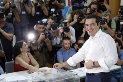 """Tsipras deposita su voto en Atenas: """"La democracia va a vencer al miedo"""""""