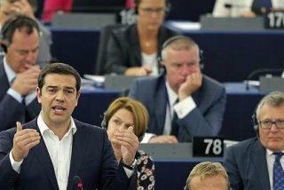 [Vídeo] Tsipras le hace la cobra a un cariñoso Pablo Iglesias en plena Eurocámara