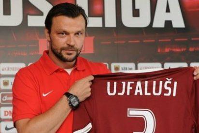 Ujfalusi amenaza a De Gea en nombre de la afición atlética