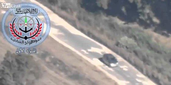 Impacta en su coche un misil TOW de extremistas sirios y sale tan campante