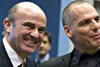 """Yanis Varoufakis: """"Hay una gran diferencia entre lo que hablas con Guindos en privado y lo que defiende en la UE"""""""