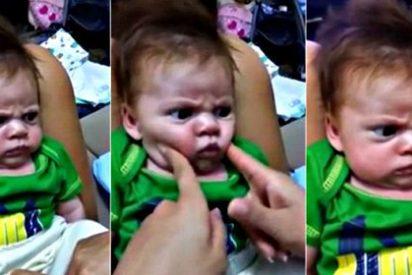 Este pelirrojo con cara de pocos amigos es el bebé más cabreado del mundo