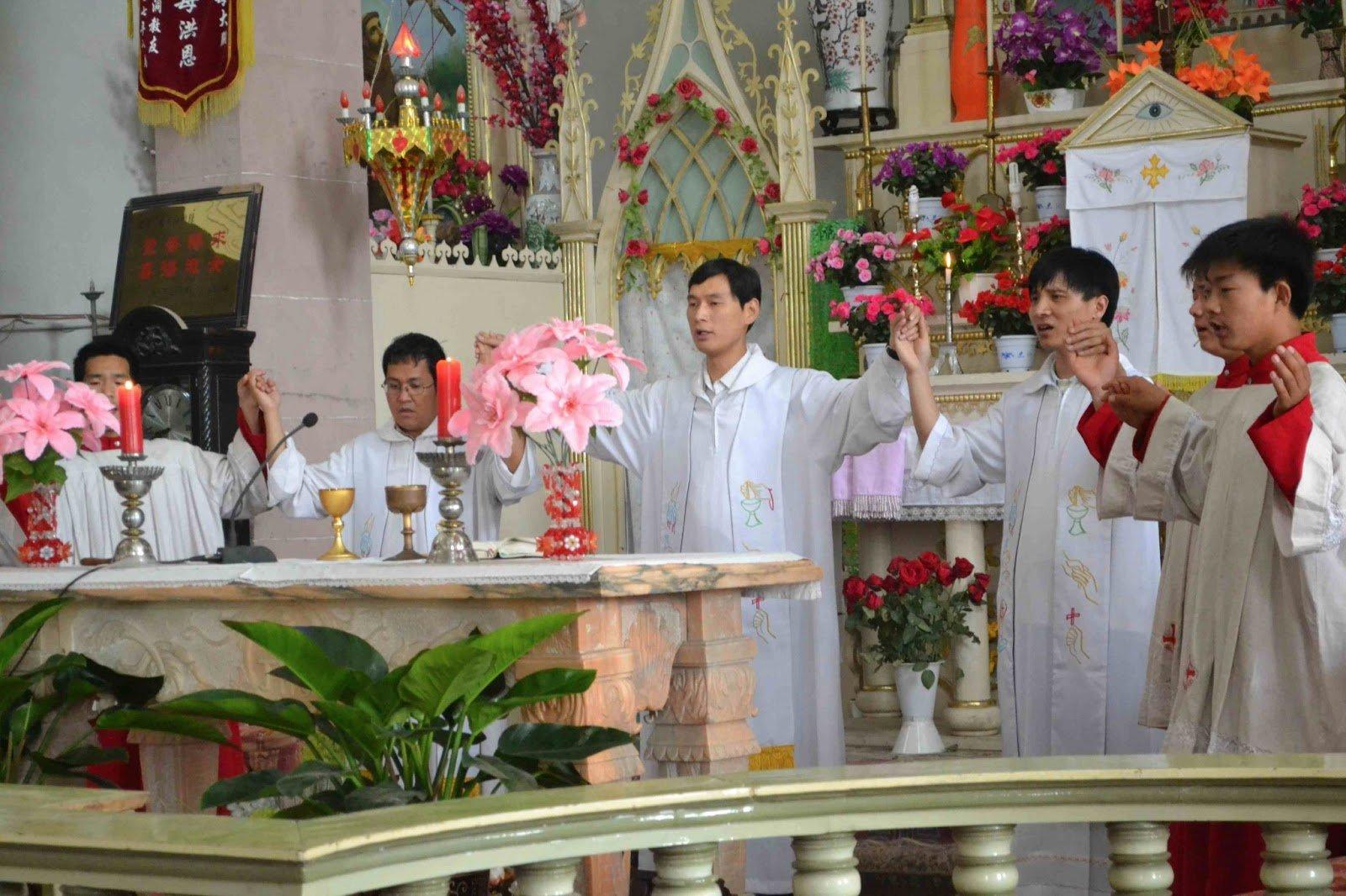 La Iglesia china ordena al primer obispo fiel a Roma en los últimos tres años