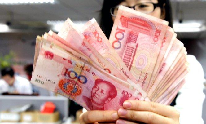 China 'quema' 400.000 millones de dólares entre el yuan y la bolsa